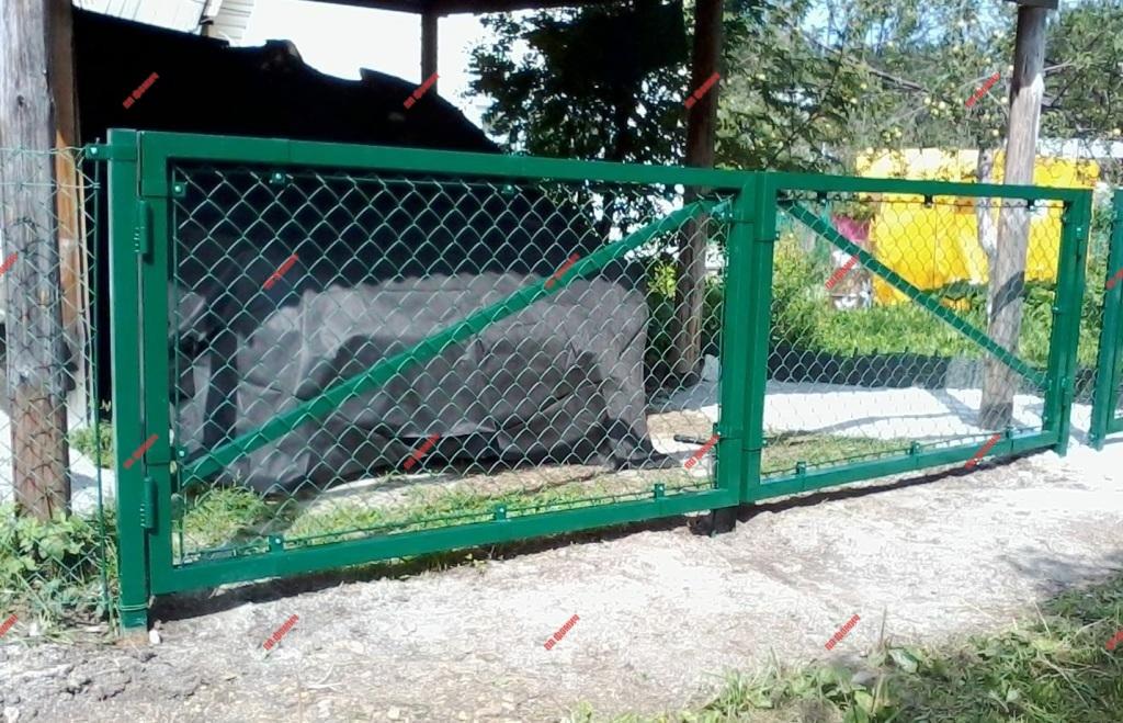 механические откатные ворота из сетки рабицы фото